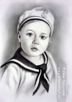 Портрет ребенка нарисован с присланной фотографии. При рисовании по просьбе заказчика добавлены элементы одежды и символика моряка.