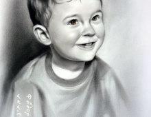 Черно-белый портрет на котором изображен мальчик.