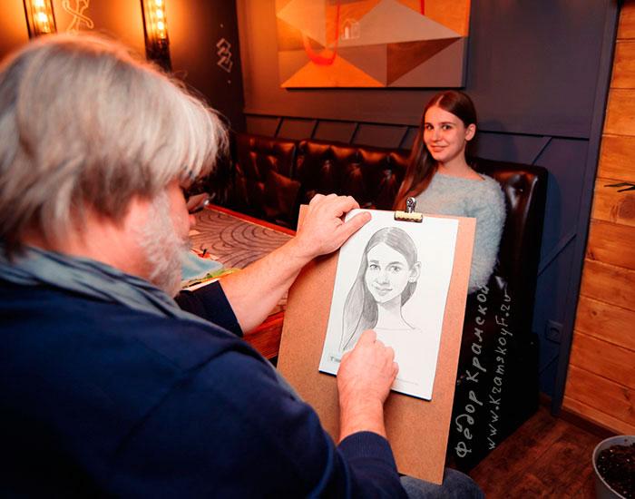 Рисую позитивный портрет-шарж девушки.