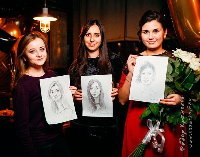 Быстрые позитивные портретики карандашом на именинницу и ее подруг.