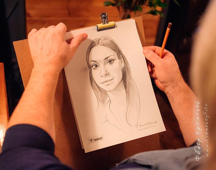 Художник шаржист Федор Крамской всего за несколько минут нарисовал шарж девушки.